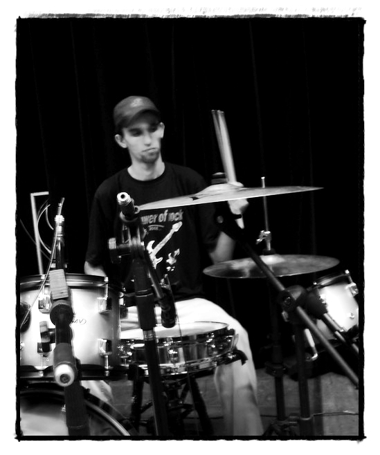 RUBENS KALIL (drums)