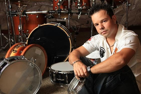 O baterista Bruno Alves se destaca por sua musicalidade e técnica...